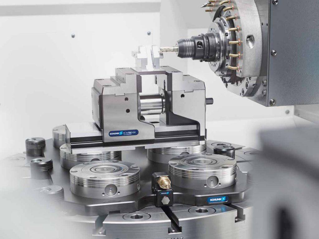 Close-up van CNC-Machine actief met verspanende gereedschappen voor clamping tools