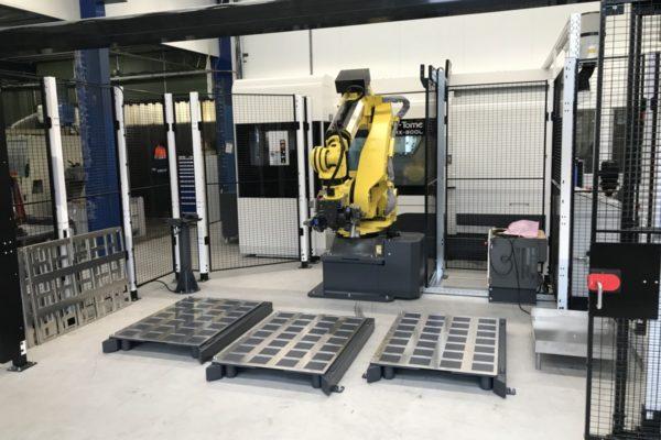 Machinebelading vanuit een Nakamura CNC-machine met een robot van Gibas, Geheel geautomatiseerd