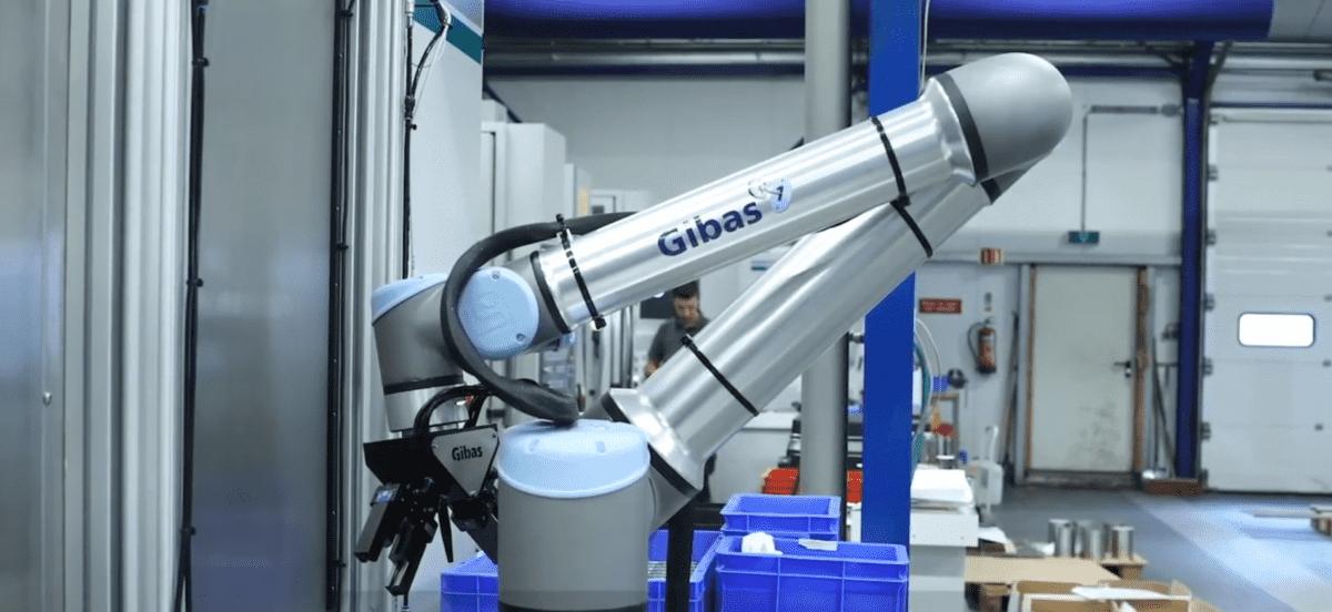 Universal Robots machinebelading bij RM Precision