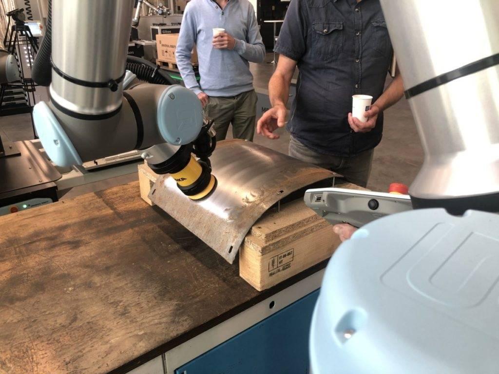 Universal Robots met Mirka voor oppervlaktebehandeling