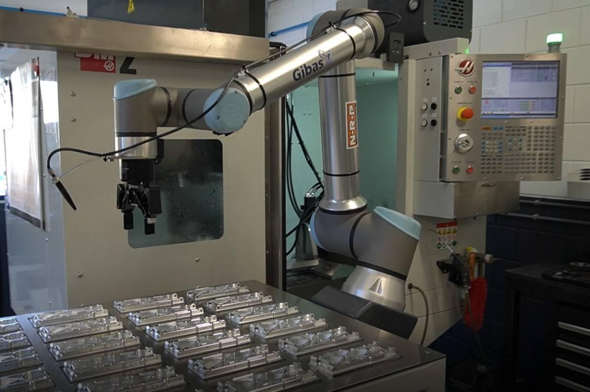 Machinebelading with Universal Robots